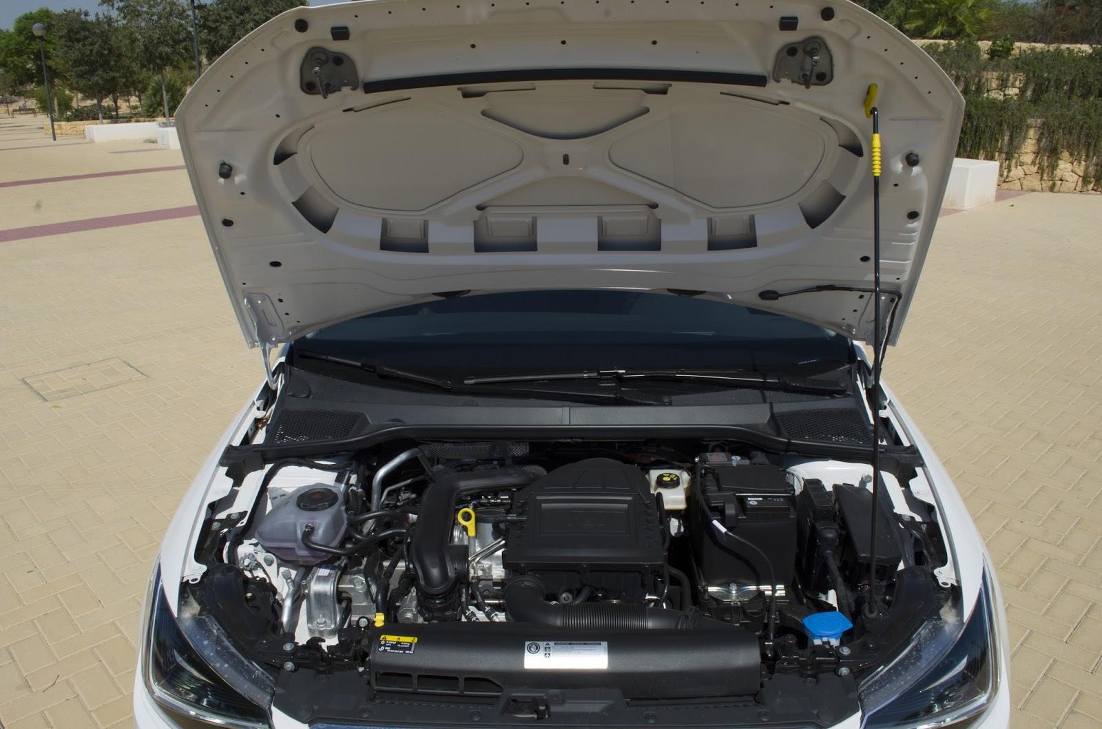 Comment démonter le capot d'une SEAT Ibiza